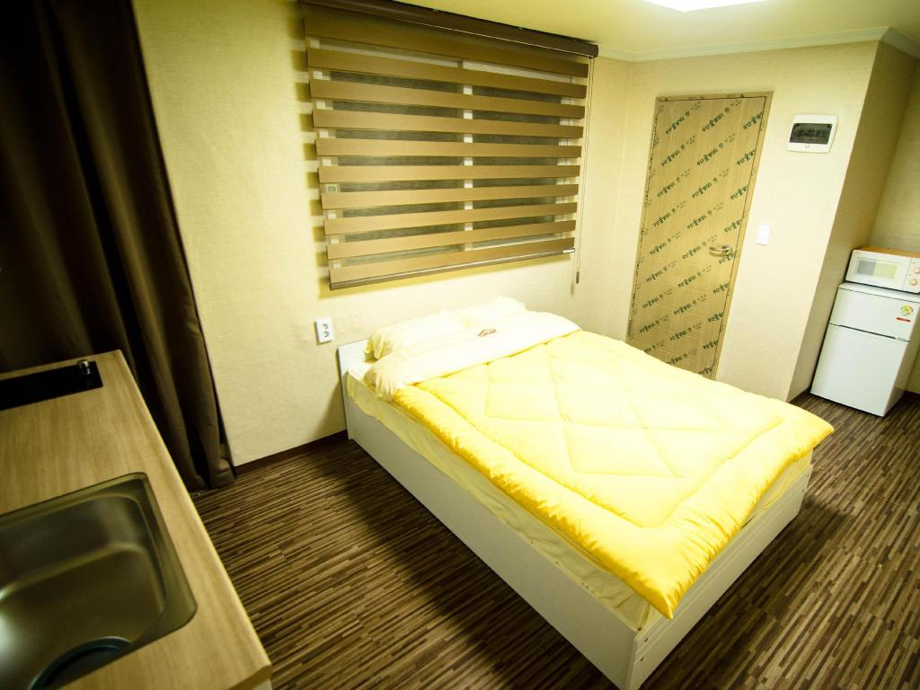 Single Private Room - Bed
