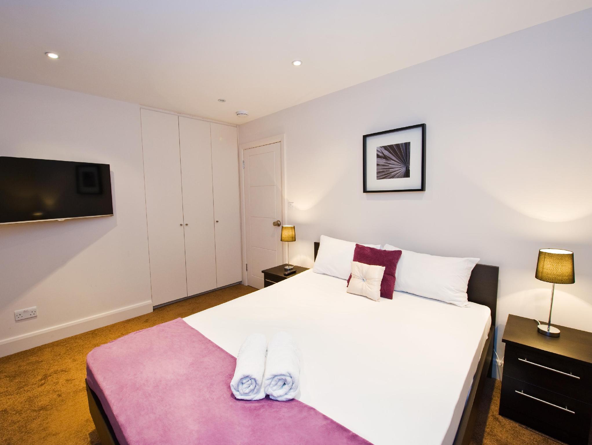 Deluxe Double Room   Guestroom Kensington Apartments