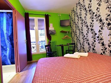 Single Room with Shower Caulaincourt Square Boutique Hostel