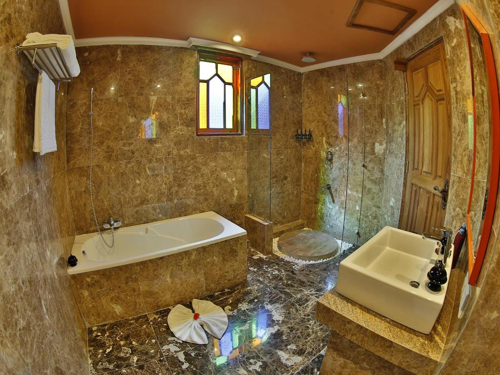 Bathroom Ananta Bagan Hotel