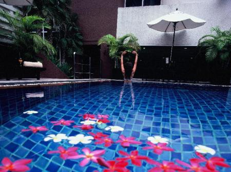 Swimming pool FuramaXclusive Sukhumvit Hotel