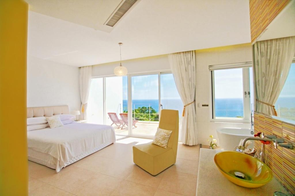 Double Room with Balcony and Sea View Ocean Paradise Resort