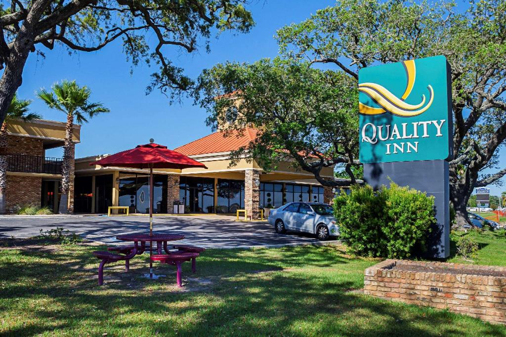 Quality Inn Biloxi Beach Biloxi Hotel Biloxi Ms Deals