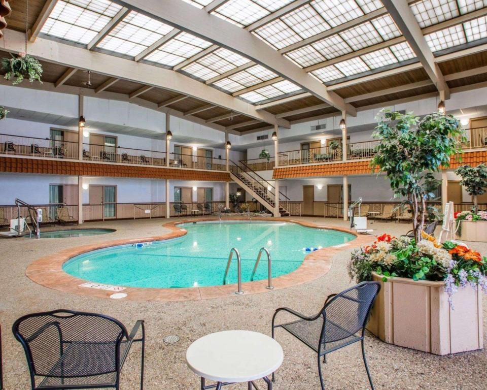 Piscina Quality Inn & Suites Downtown (Quality Inn and Suites Downtown Green Bay)