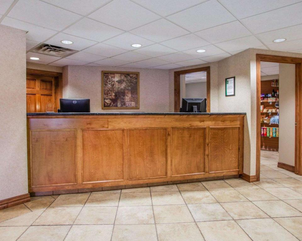 Vestíbulo Quality Inn & Suites Downtown (Quality Inn and Suites Downtown Green Bay)