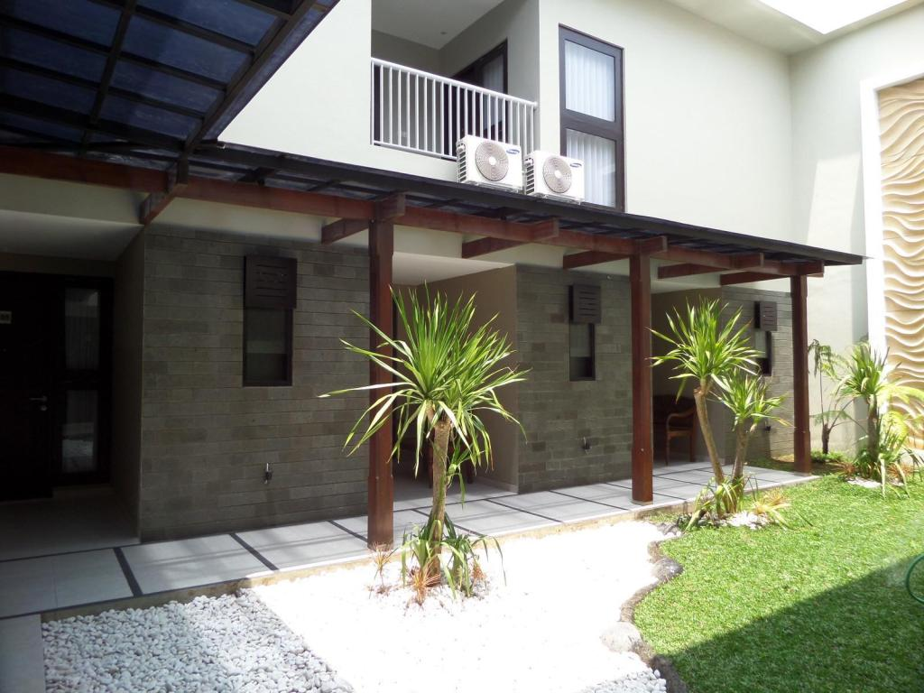 Shinta Guesthouse in Malang - Room Deals, Photos & Reviews