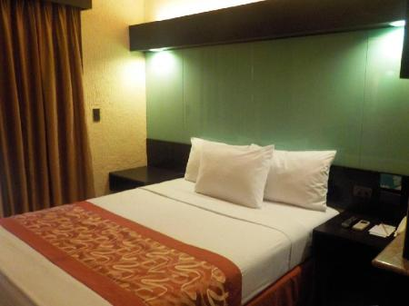 1 Queen Bed Suite Microtel by Wyndham Boracay