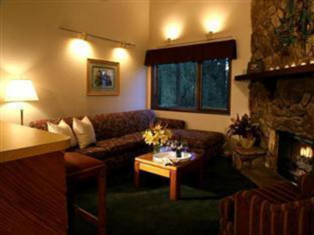 1 bedroom Suite - Guestroom Snow Lake Lodge