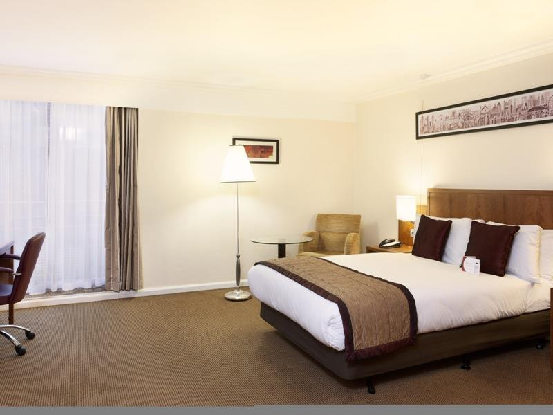 1 Double Bed Crowne Club Non-Smoking
