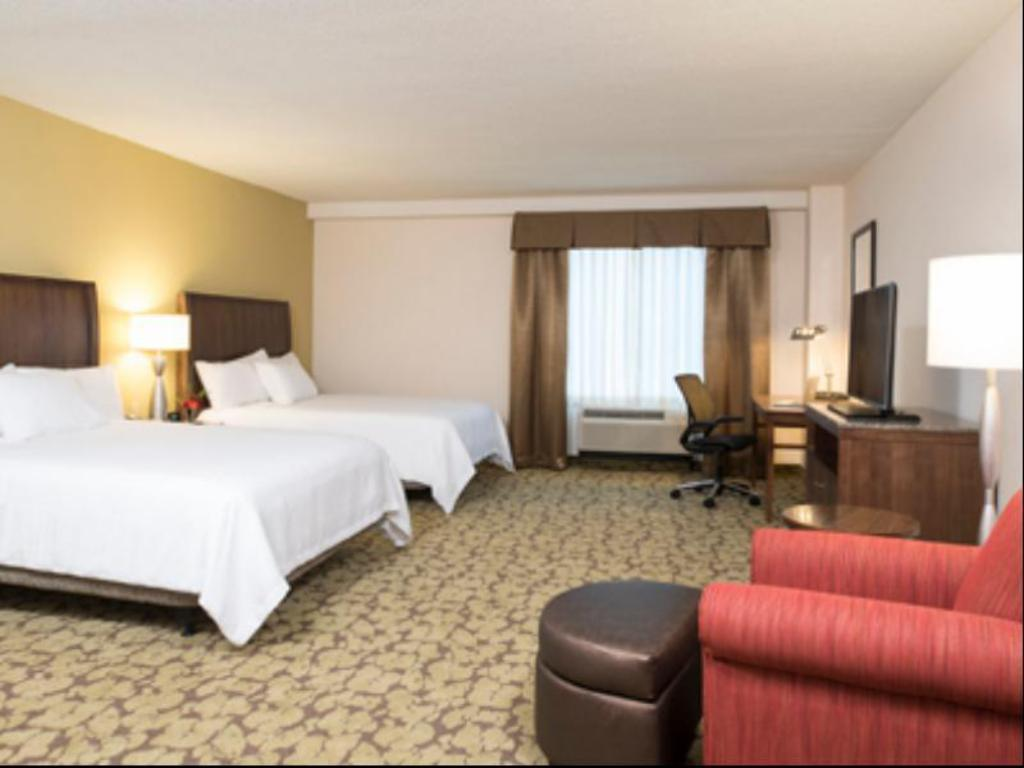 2 queen hearing accessible guestroom hilton garden inn louisville downtown - Hilton Garden Inn Louisville Downtown