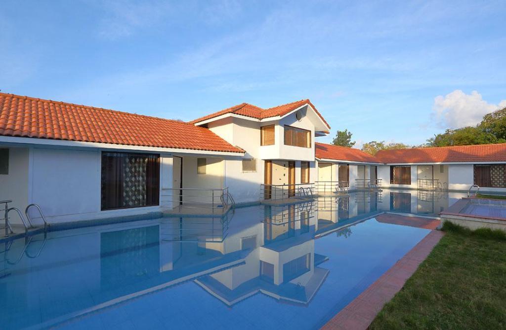 Best price on village retreat resort mahabalipuram in - Beach resort in chennai with swimming pool ...