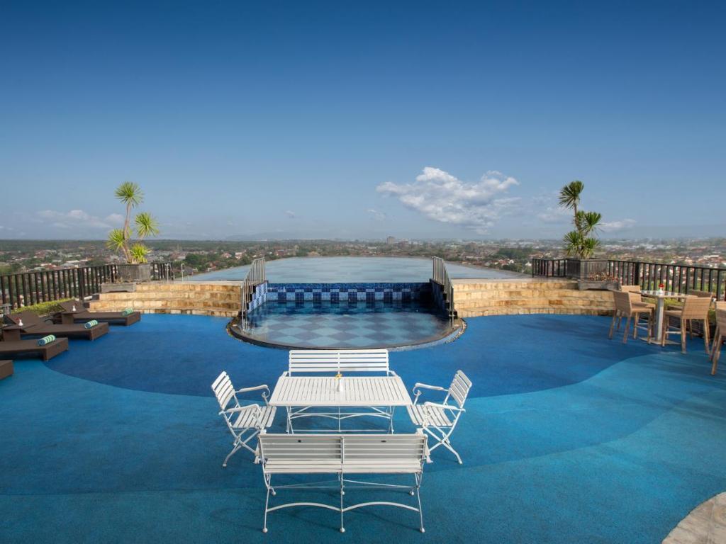 Indoluxe hotel jogjakarta in yogyakarta room deals photos reviews for Jogja plaza hotel swimming pool