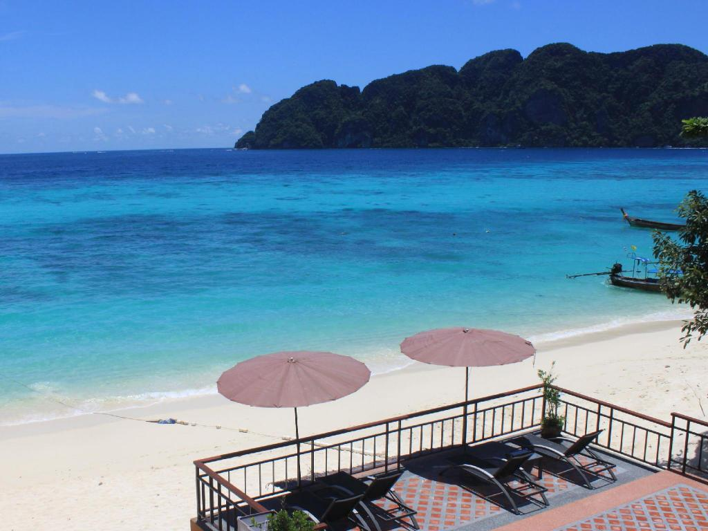 Phi Phi Long Beach Resort and Villa