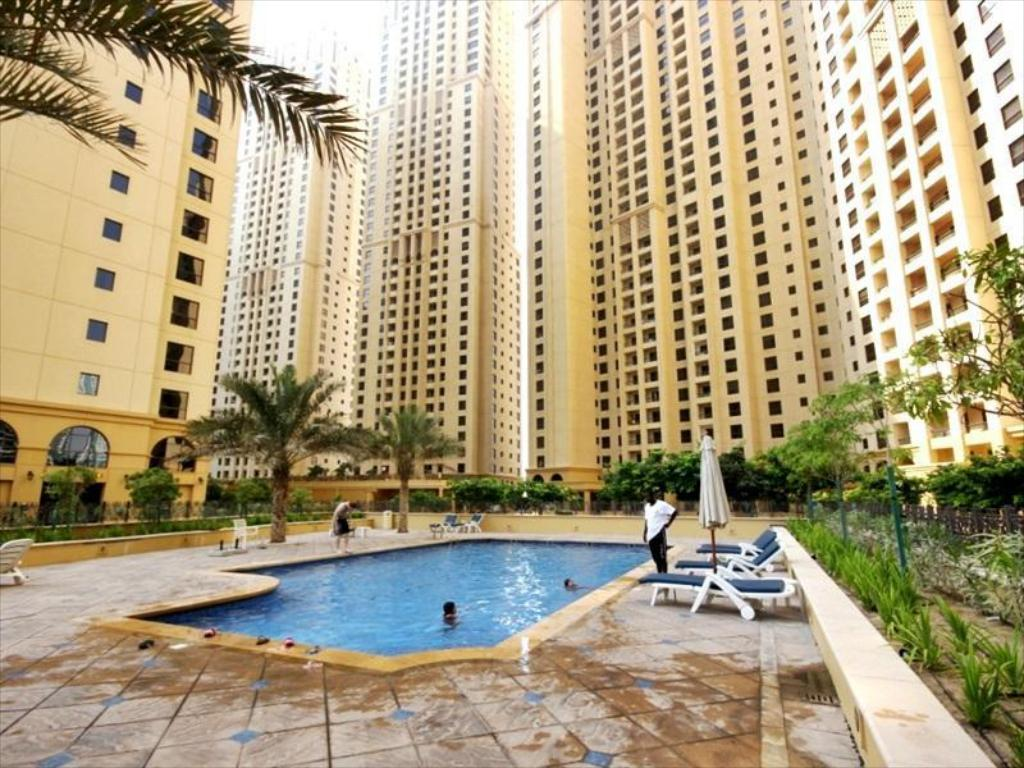 مسبح زينيث هوليداي هومز - شقق جيه بي آر مرجان (Zenith Holiday Homes - Murjan JBR Apartments)