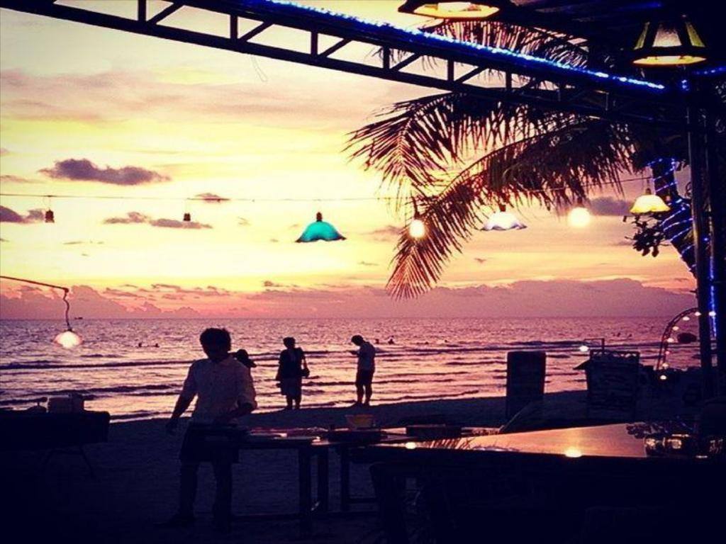 best price on apple beachfront resort in koh chang + reviews!