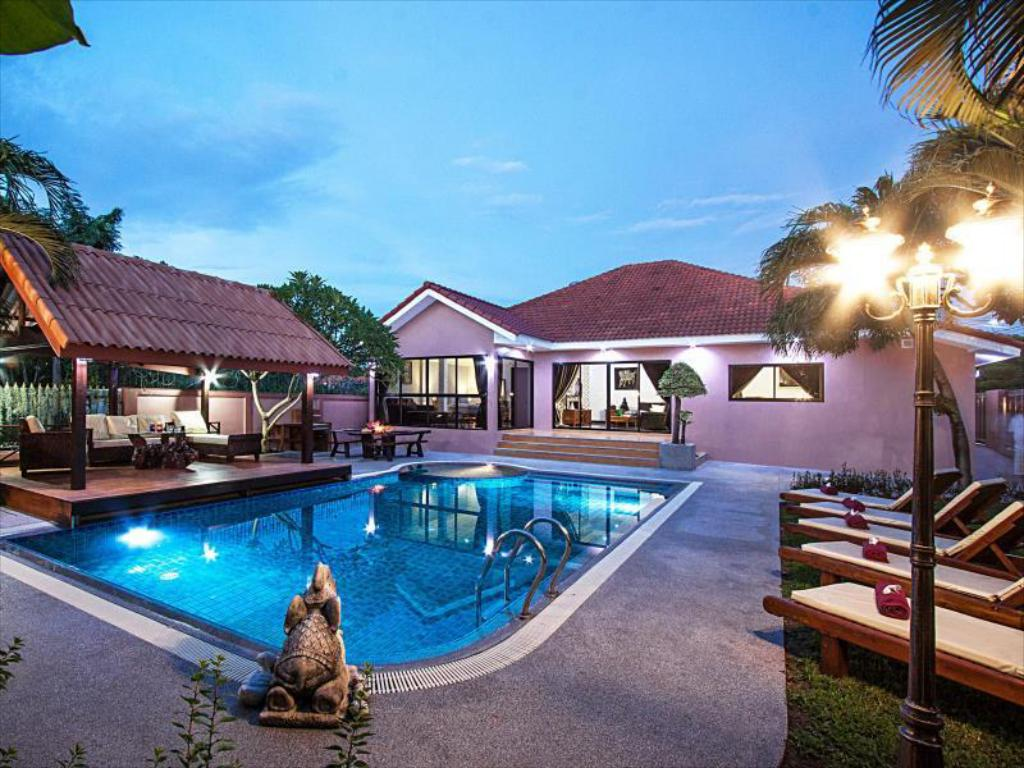 Baan Chatmanee - Beautiful 5 Bed Villa in Jomtien