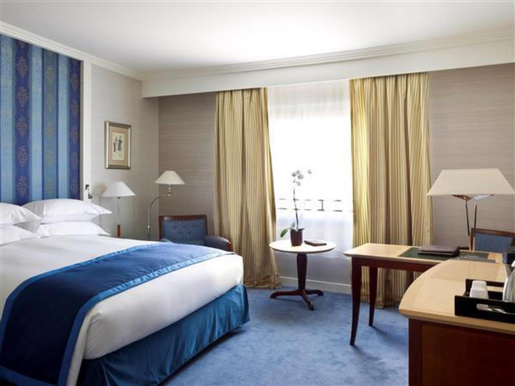 Classic King Room Sofitel Paris La Defense Hotel