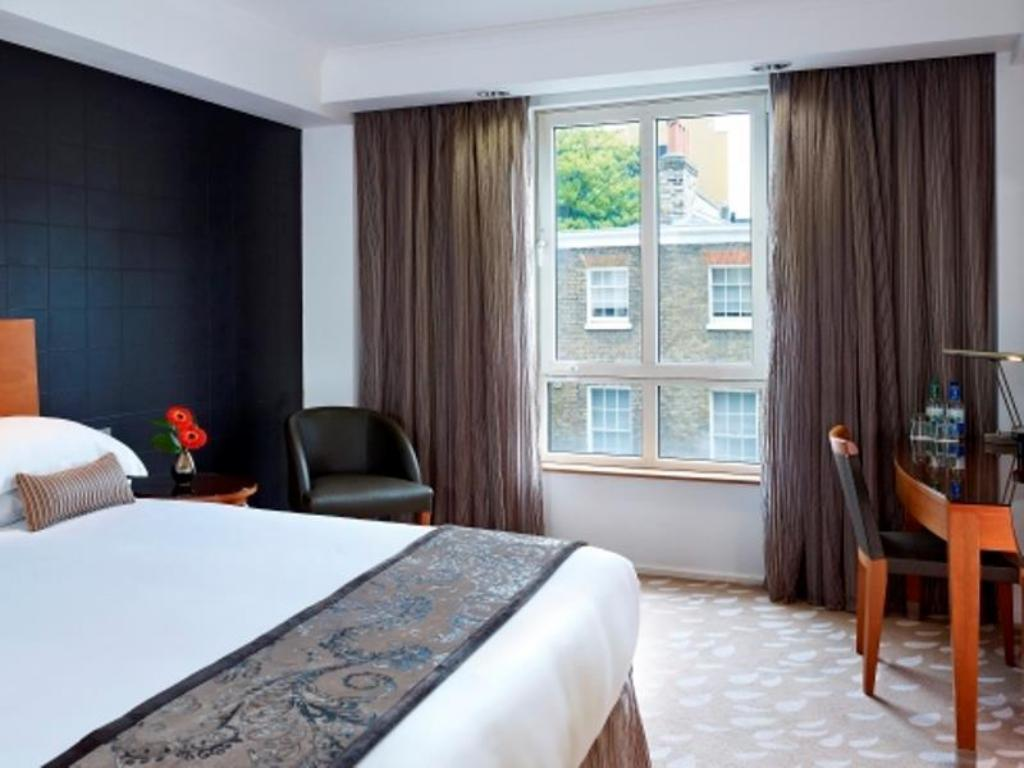 Executive Double - Guestroom Park Plaza Victoria Hotel