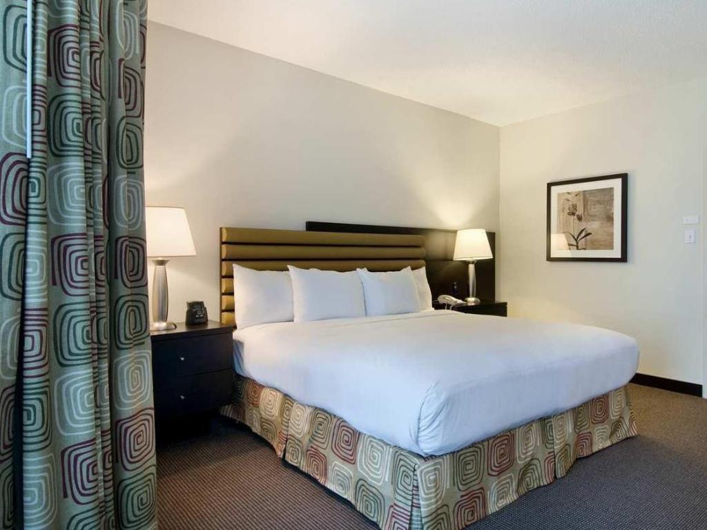Hilton Suites Toronto Markham Conference Centre Spa Hotel In Markham On Room Deals Photos