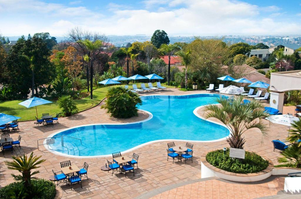 Swimming pool [outdoor] Hilton Sandton Hotel