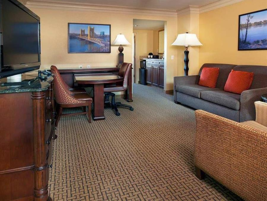 1 King Premium Suite Accessible Non Smoking