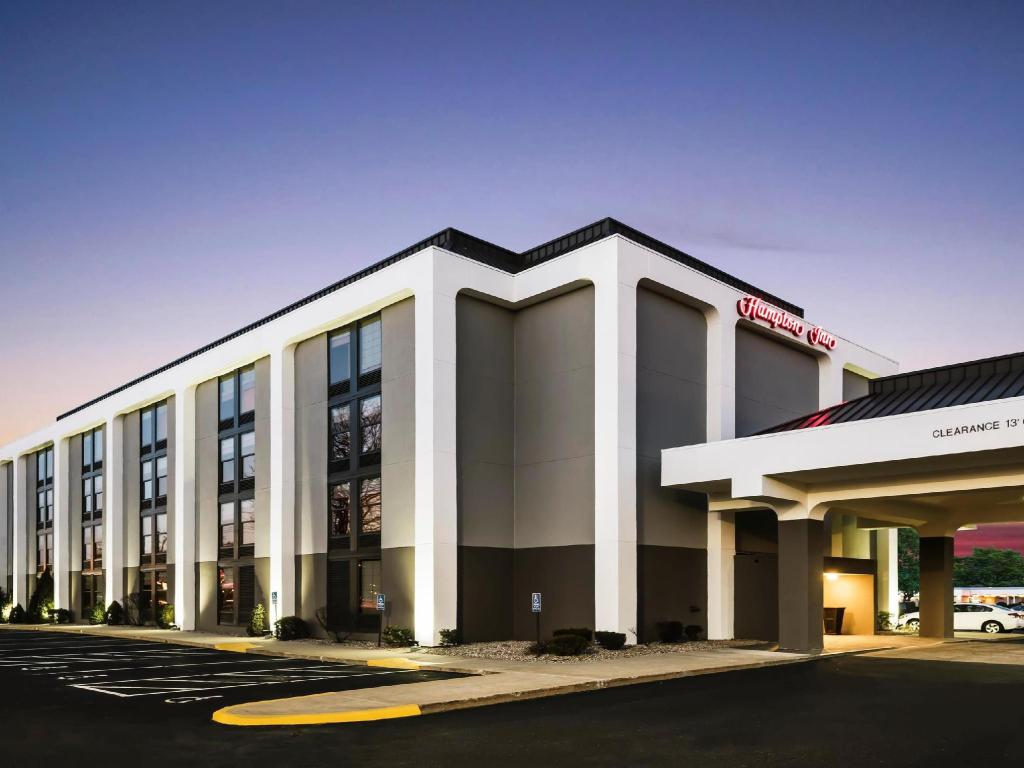 More about Hampton Inn West Springfield
