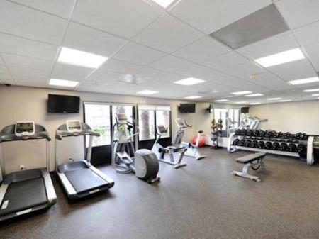 Fitness center Wingate by Wyndham Los Angeles International Airport LAX