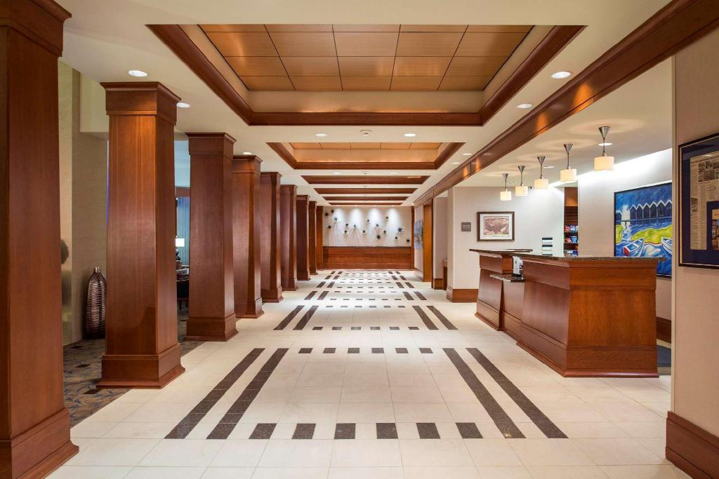 hilton garden inn portsmouth downtown hotel in portsmouth. Black Bedroom Furniture Sets. Home Design Ideas