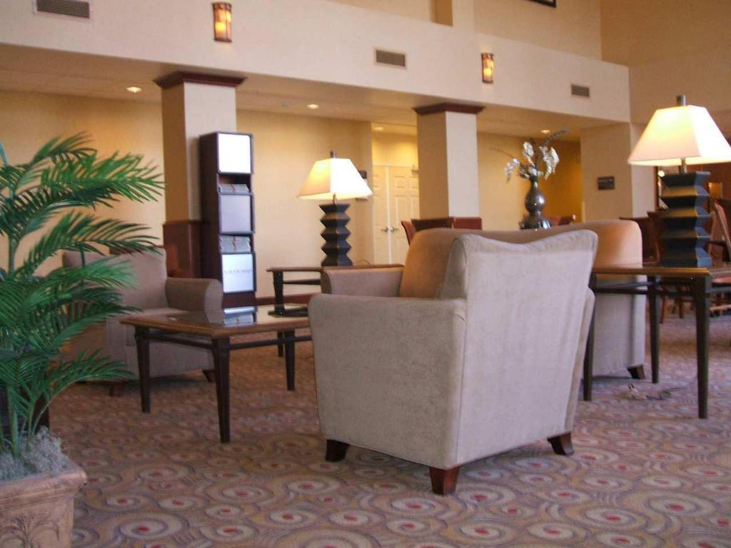 Lobi Hampton Inn & Suites Reno