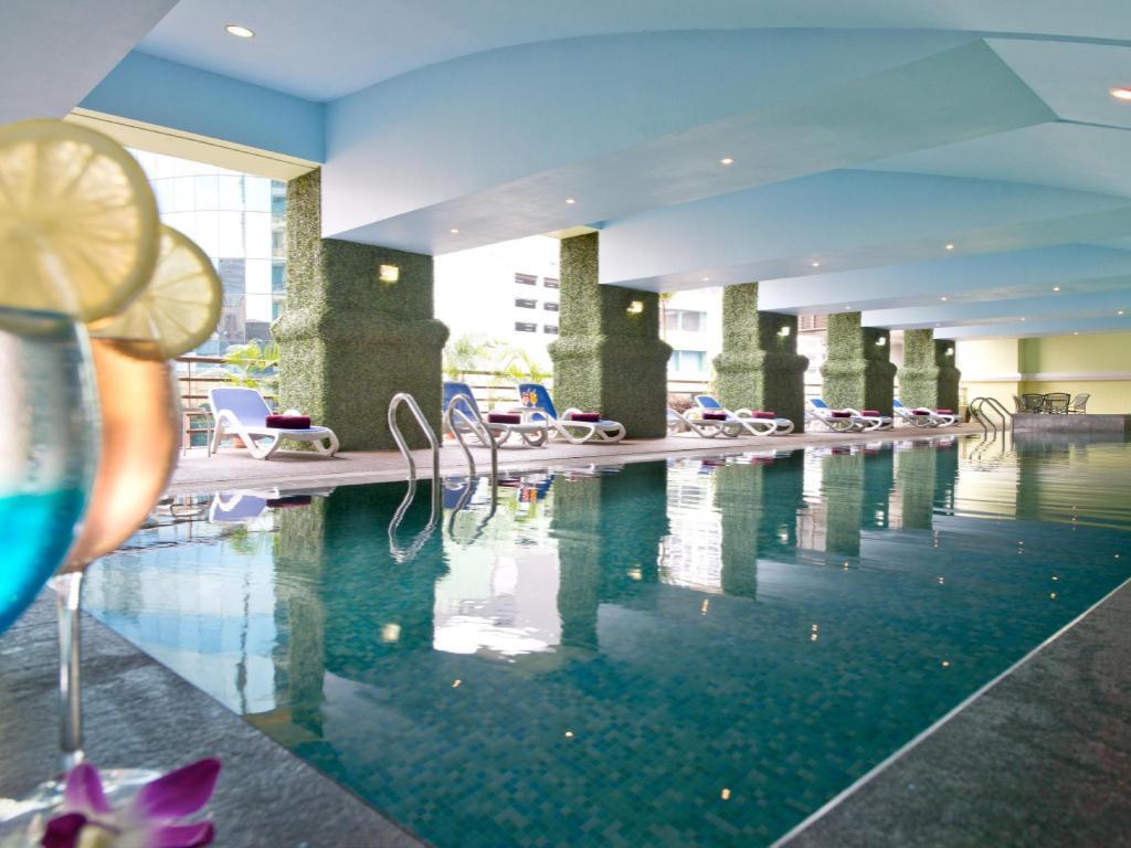 Hotel royal kuala lumpur in malaysia room deals photos - Piccolo hotel kuala lumpur swimming pool ...