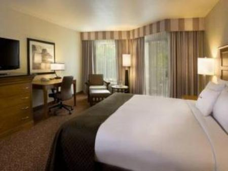 Main Building 1 King Bed Hotel Karlan San Diego A Doubletree By Hilton