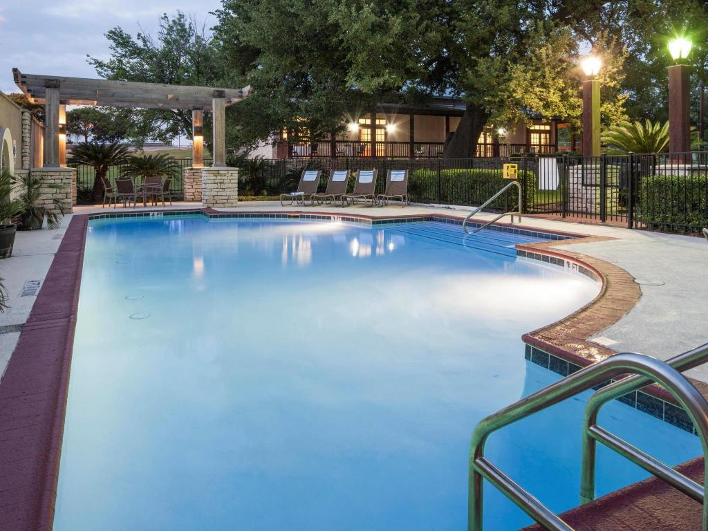 Best Price On Doubletree By Hilton Austin University Area In Austin Tx Reviews