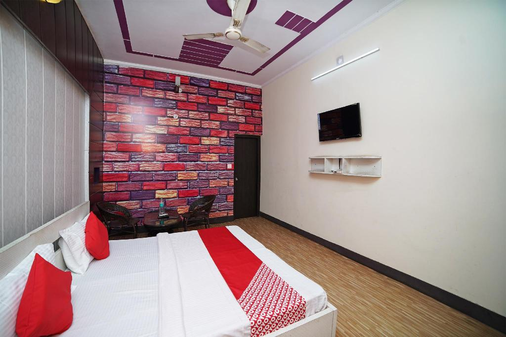 Classic Double or Twin - Room plan OYO 41162 Hotel Prime And Family Restaurant