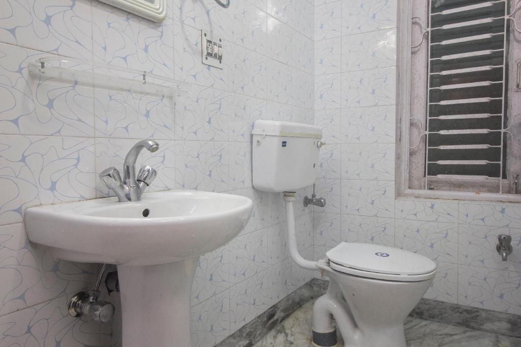 Bathroom Capital O 38634 Hotel Chitrakoot Residency