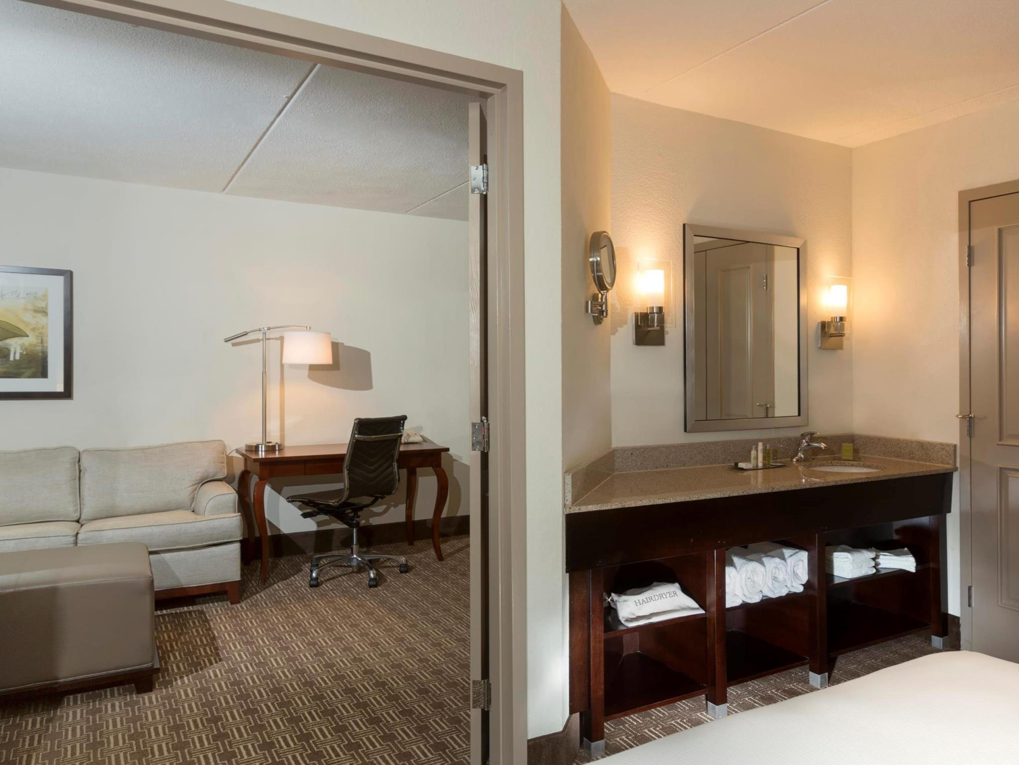 King Suite with Roll In Shower - Non Smoking