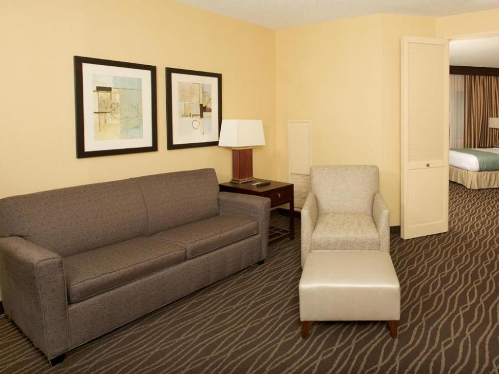 Vista interior DoubleTree Suites by Hilton Raleigh Durham