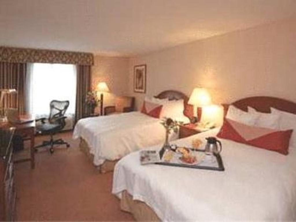 double with 2 double beds non smoking guestroom hilton garden inn sacramento - Hilton Garden Inn Sacramento