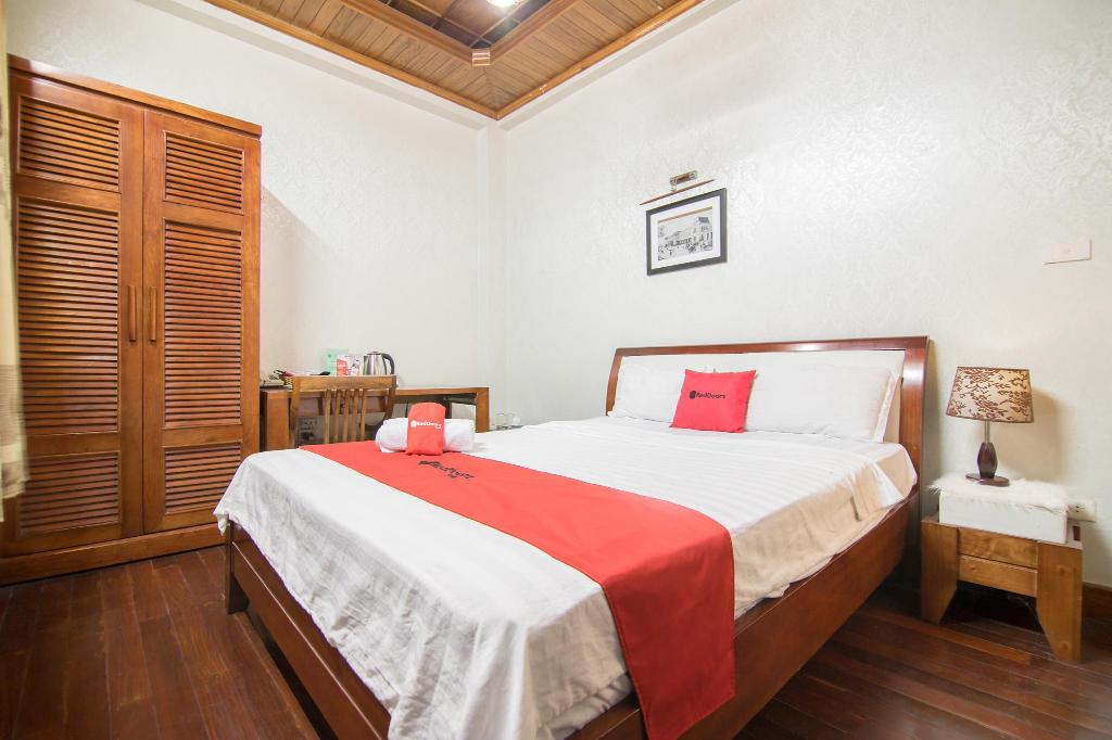 Superior Room RedDoorz near Lotte Center Hanoi
