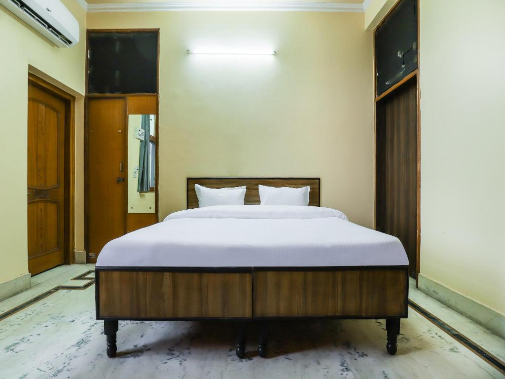 SPOT ON Room without Air Conditioning - Bed SPOT ON 41683 PJ Hotels