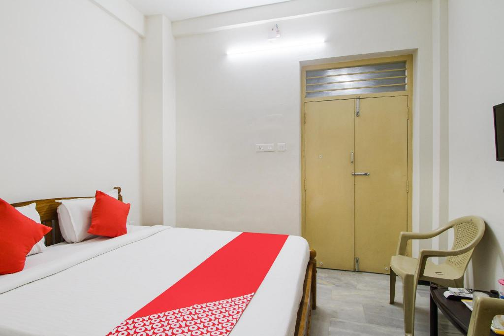 More about OYO 39797 Hotel Om