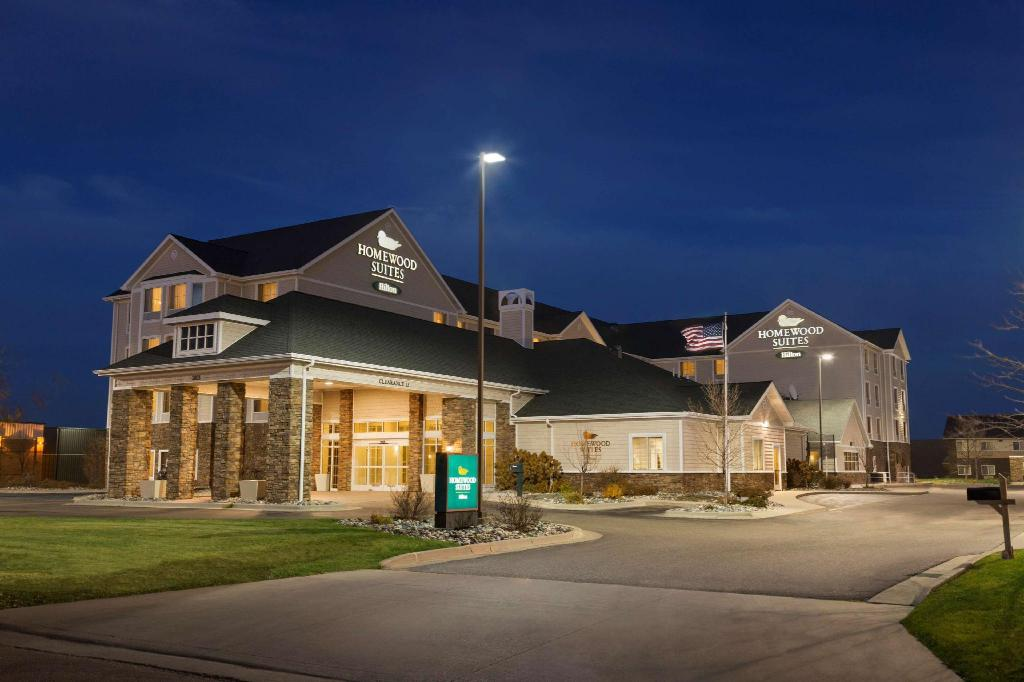 Homewood Suites by Hilton Fargo Hotel