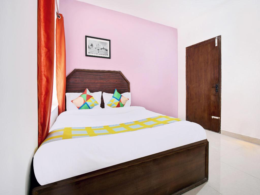 Classic Double or Twin - Bed OYO 36864 Cozy Stay Ooty Lake