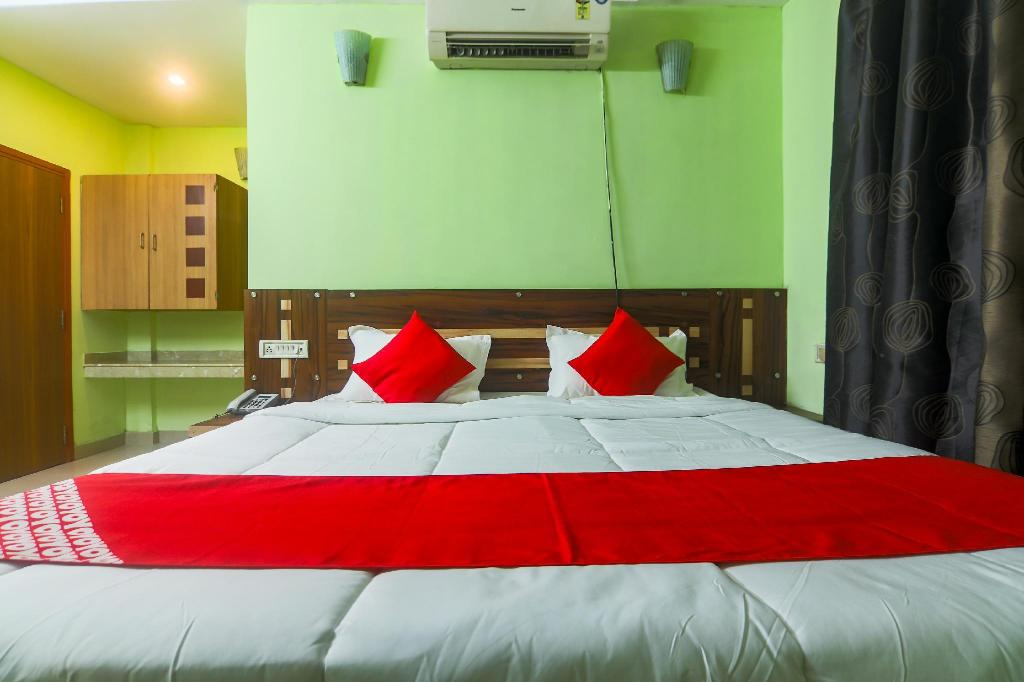Double atau Twin Klasik - Katil OYO 41942 Hotel Airport Nest