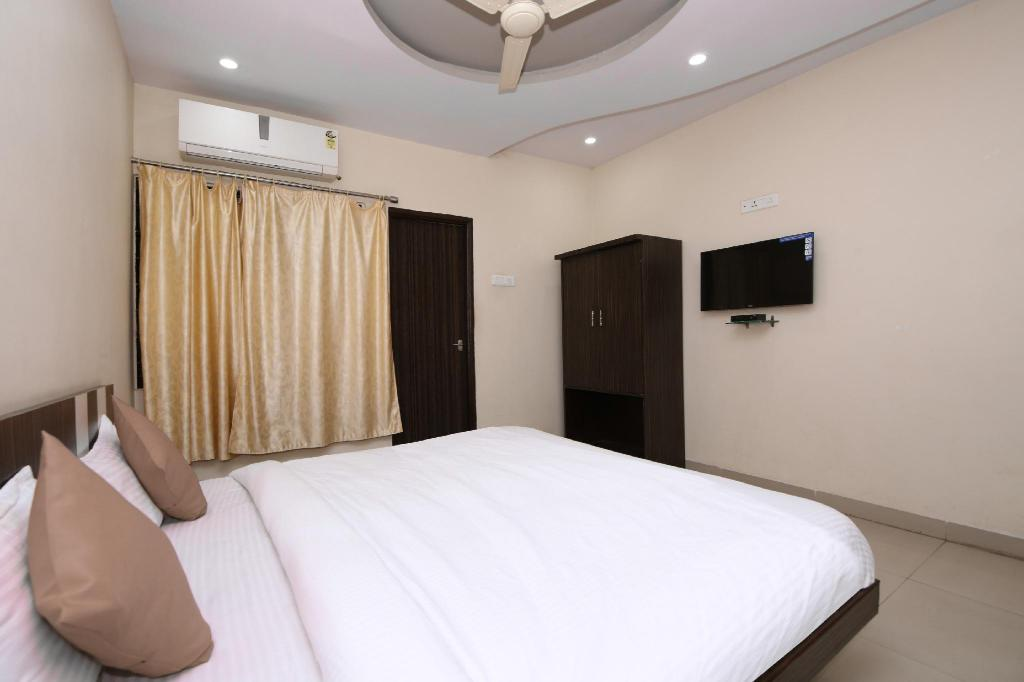 Double atau Twin Klasik - Pandangan SPOT ON 40889 Hotel Kusum Residency