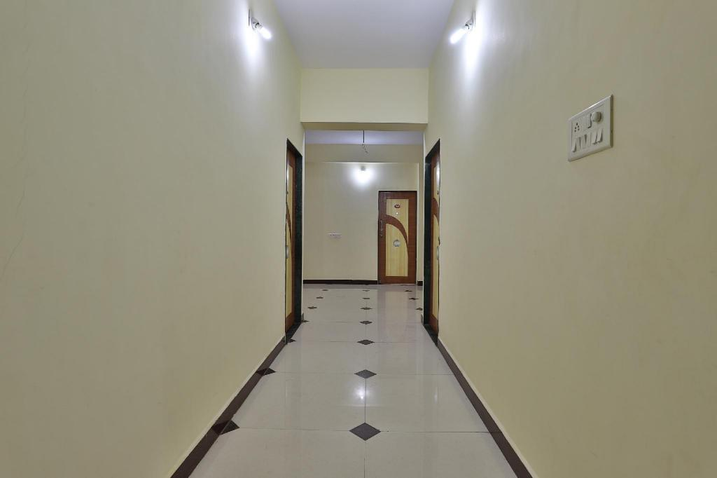 More about OYO 40430 Daksh Hotel Diu