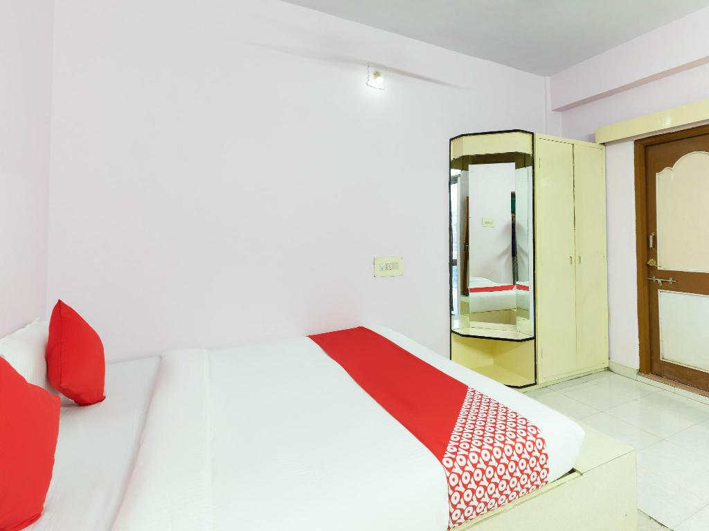 OYO 39745 Hotel Golden Tower