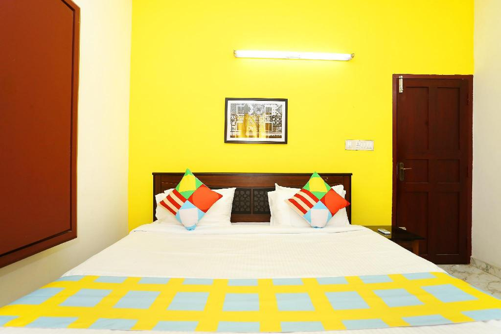 Classic Double or Twin - Bed OYO 24772 Traditional Stay Near Lulu Mall