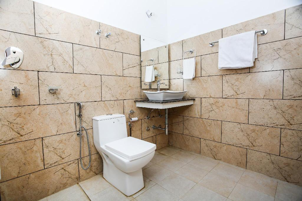 Deluxe Double or Twin - Bathroom