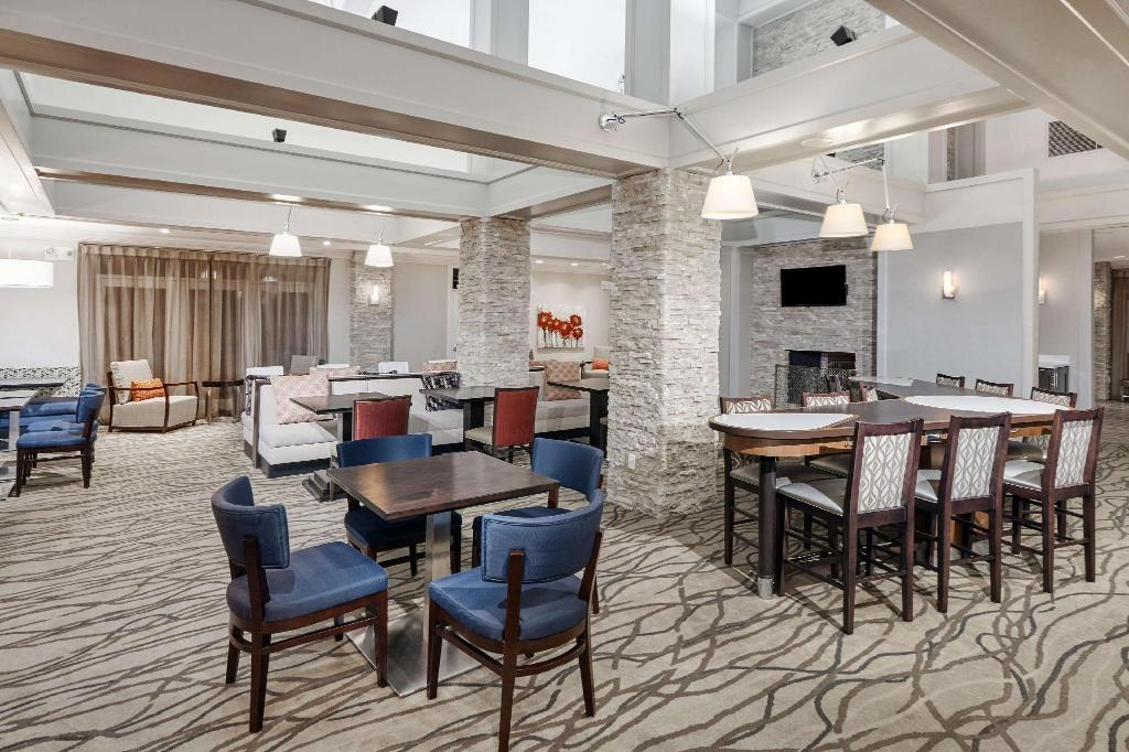 ردهة أجنحة هوموود باي هيلتون إنديانابوليس آت ذا كروسينج (Homewood Suites by Hilton Indianapolis At The Crossing)