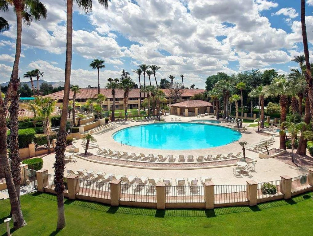 Embassy suites phoenix north hotel in phoenix az room - North east hotels with swimming pool ...